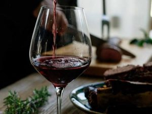 How to Enjoy Your Wine Without Fear of Eye Bags and Rough Skin